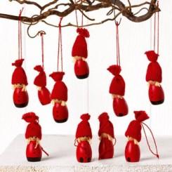 Røde trænisser m. hue til ophæng