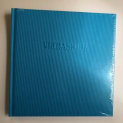 Gæstebog, VIERASKIJA (finsk), blå, rillet