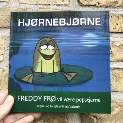 Hjørnebjørne Freddy Frø vil være popstjerne
